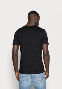 Jack & Jones - JJECORP LOGO CREW NECK  - Print T-shirt - black - 2