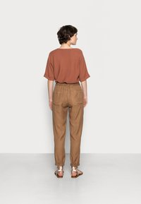 Opus - MABOU - Trousers - maple - 2