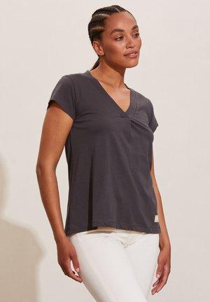 ZOOEY - Basic T-shirt - asphalt