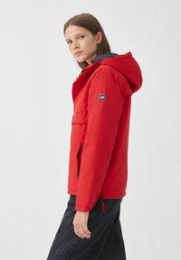 PULL&BEAR - Zimní bunda - red - 4