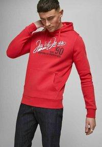 Jack & Jones - Hoodie - true red - 4