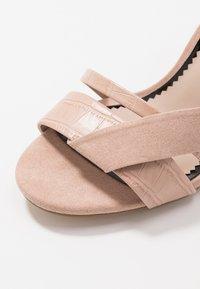 Miss Selfridge Wide Fit - WIDE FIT STELDA HILDA UPDATE - Korolliset sandaalit - nude - 2