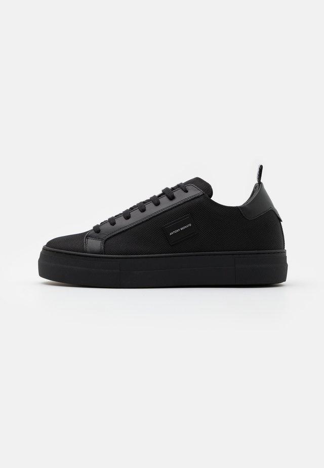 BOLD METAL - Sneakers laag - black