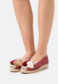 Casa de Vera - IXORA  - Wedge sandals - blanco/rojo/beige - 0