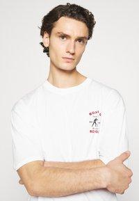 Revival Tee - BOXING SHORT SLEEVE - T-shirt z nadrukiem - white - 3