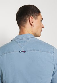 Tommy Jeans - STRETCH SHIRT - Shirt - denim light - 4