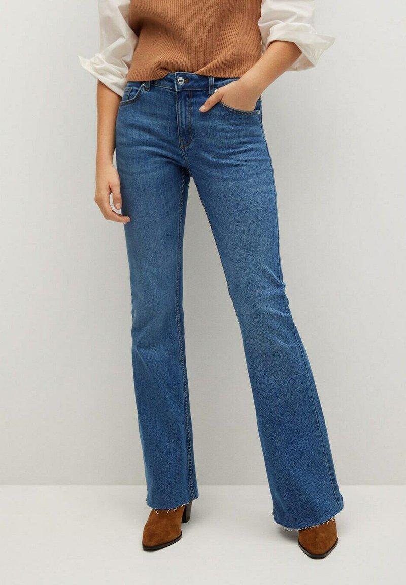 Mango - FLARE - Široké džíny - middenblauw