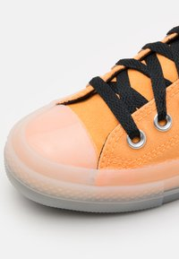 Converse - CHUCK TAYLOR ALL STAR UNISEX - Sneakers alte - flash orange/black/lemon - 5