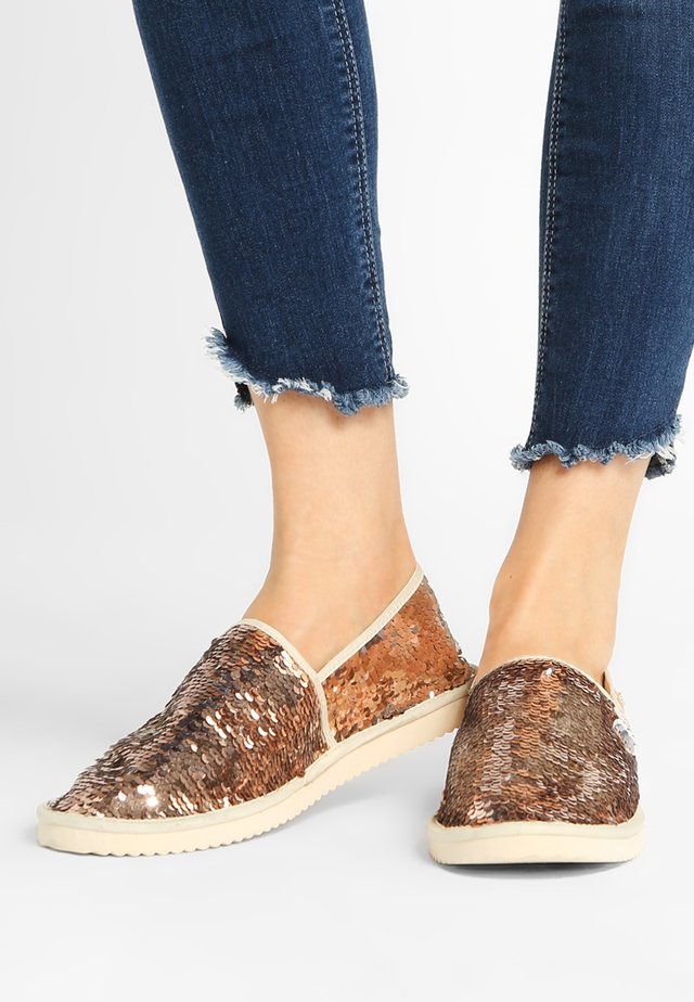 FLIPPADRILLA SEQUINS - Mocassins - rose gold