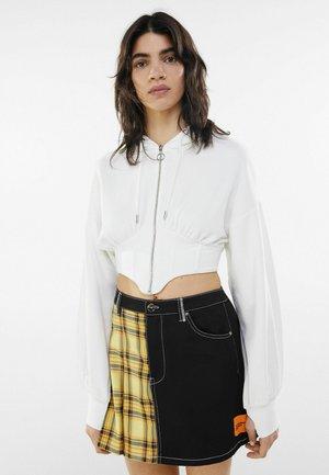 MIT KAPUZE UND CORSAGE - Zip-up hoodie - stone