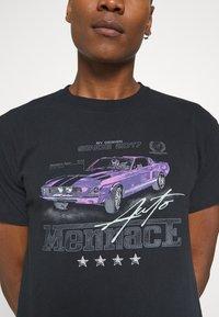 Mennace - ON THE RUN  - Print T-shirt - washed black - 5