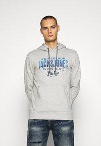 Jack & Jones - PRINT  - Hoodie - cool grey/melange - 0