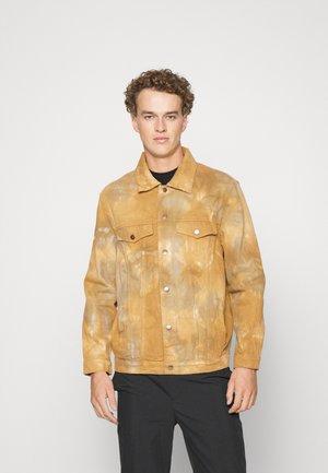 TIE DYE OVERSHIRT - Jeansjakke - brown/grey