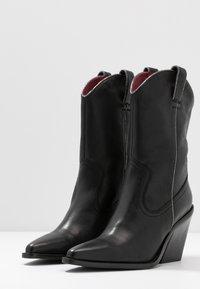 Bronx - NEW KOLE  - High heeled boots - black - 4