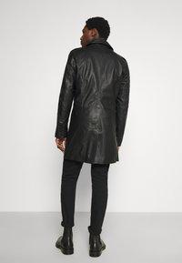 Goosecraft - KAI COAT - Krátký kabát - black - 0
