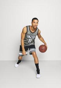 Nike Performance - NBA BROOKLYN NETS SWINGMAN JERSEY - Article de supporter - dark steel grey/black - 1