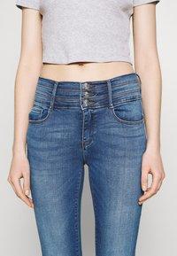 ONLY - ONLPAOLA TRIPLE WAIST LIFE ANK  - Jeans Skinny Fit - medium blue denim - 4