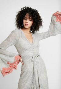 We are Kindred - ARGENTINA SHIRT DRESS - Denní šaty - flamenco - 4