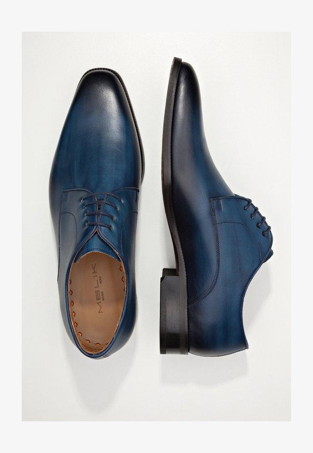 MICRO - Veterschoenen - donkerblauw