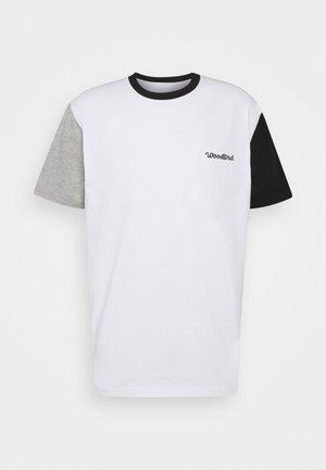 BOXY SPORT TEE - Print T-shirt - white
