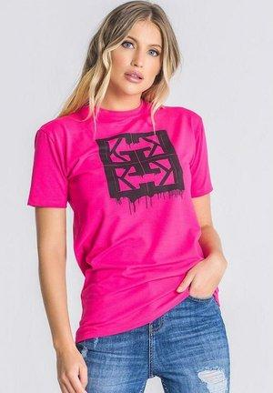 BROOKLYN  - T-shirt imprimé - neon pink