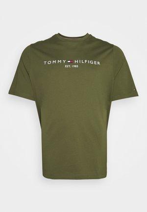 LOGO TEE BIG & TALL - T-shirt print - putting green