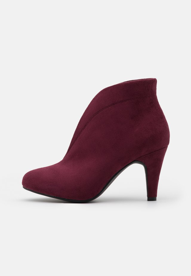 AMUSE - Ankle boots - mulberry