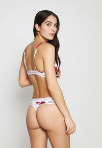 Calvin Klein Underwear - ONE UNLINED TRIANGLE AVERAGE - Triangle bra - white/red - 2