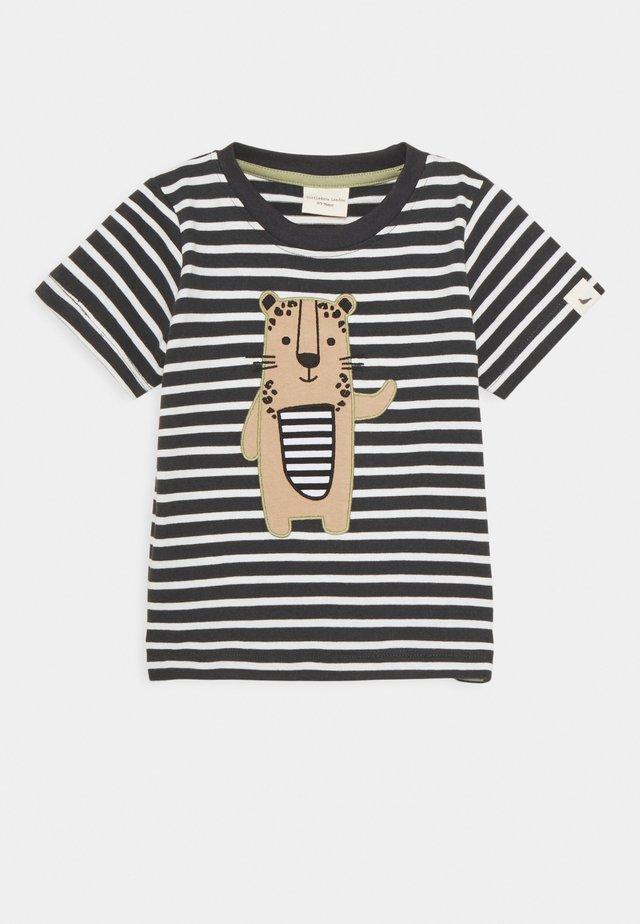 STRIPE LEOPARD APPLIQUE UNISEX - Camiseta estampada - multi