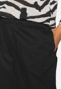 Monki - VILJA TROUSERS - Trousers - black dark - 4