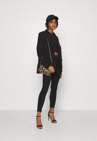 ONLY - ONLROYAL LIFE CORSAGE PIM - Jeans Skinny Fit - black denim - 1