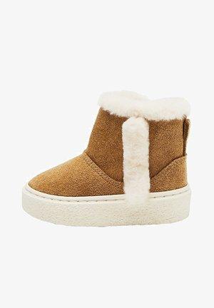 INUKB - Winter boots - hnědá