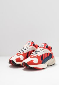 adidas Originals - YUNG-1 TORSION SYSTEM RUNNING-STYLE SHOES - Zapatillas - white/core black/collegiate navy - 3