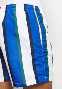 Karl Kani - SIGNATURE STRIPE - Shorts - white/blue - 5