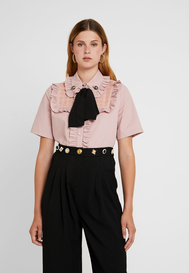 Sister Jane - TESTUDO BOW BLOUSE SHORT SLEEVE EXCLUSIVE - Button-down blouse - pink