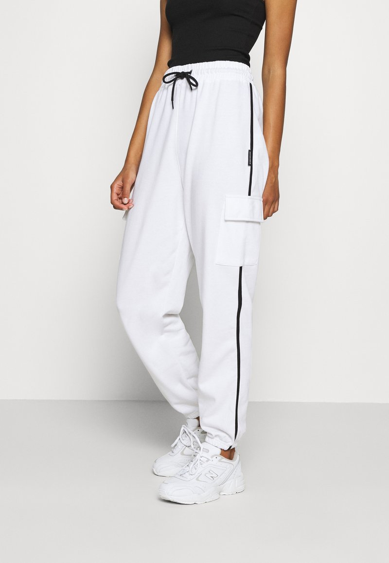 Missguided - CONTRAST PIPING - Tracksuit bottoms - white