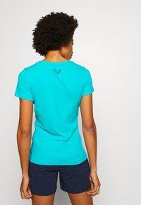 Dynafit - TRAVERSE TEE - T-shirts med print - silvretta - 2