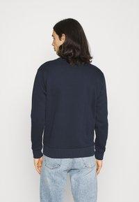 CLOSURE London - FURY CREWNECK - Sweatshirt - navy - 2