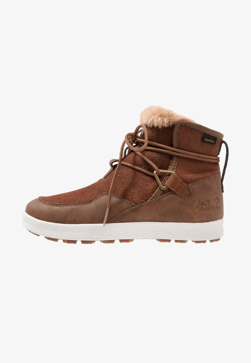 Jack Wolfskin - AUCKLAND TEXAPORE BOOT - Winter boots - desert brown/white