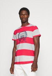 GANT - CREST - T-shirt med print - paradise pink - 0