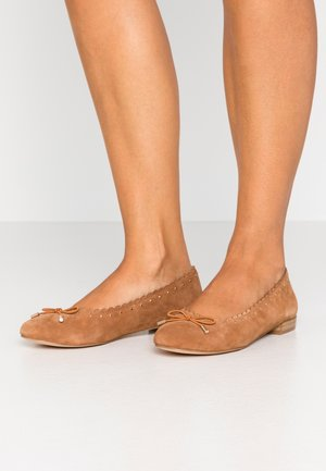 LEATHER BALLERINA - Baleríny - cognac