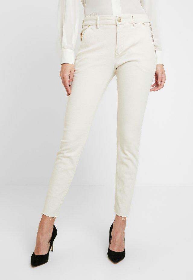 BLAKE RICH - Slim fit jeans - ecru
