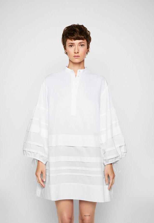 LAYER DETAIL OVERSIZED DRESS - Sukienka koszulowa - white