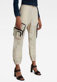 G-Star - E MULTIPOCKET  - Cargo trousers - whitebait - 0