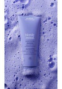 Aveda - BLOND REVIVAL™ PURPLE TONING SHAMPOO - Shampoo - - - 3