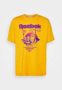 Reebok Classic - SOUVENIR TEE - Print T-shirt - fierce gold - 0