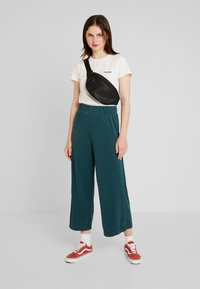 Monki - CILLA FANCY TROUSERS - Bukser - dark green - 1