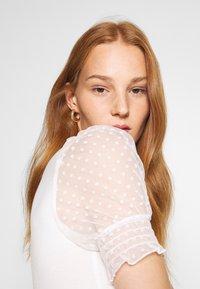 Dorothy Perkins - DOBBY PUFF SLEEVE  - Print T-shirt - white - 3