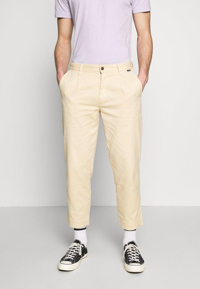 DAY OFF PANT - Chinos - dirty beige
