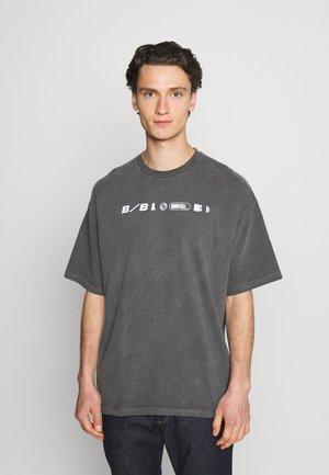 DEANWOOD TEE - T-shirt imprimé - charcoal